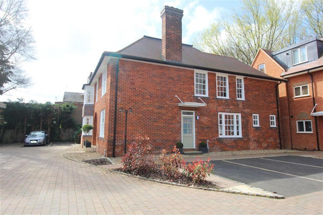 Thumbnail Flat for sale in Gunnells, Stevenage