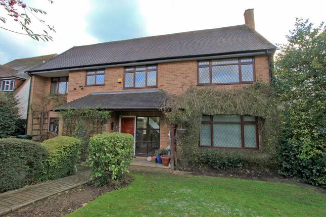 5 bed detached house to rent in Batchworth Lane, Northwood