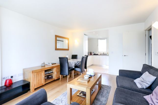 2 bed flat to rent in Navigation Building, Station Approach, Hayes
