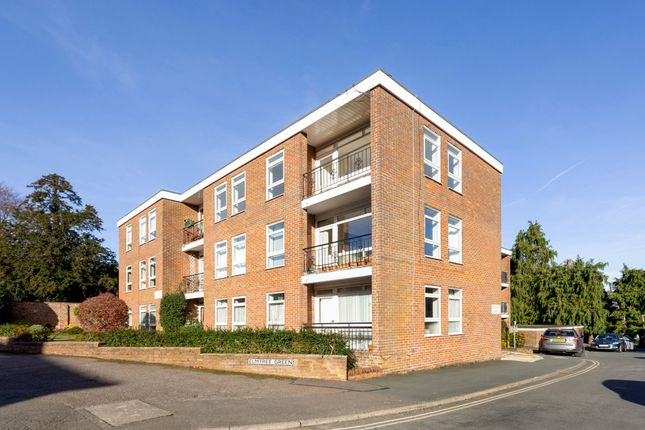Thumbnail Flat to rent in Elmtree Court, Great Missenden