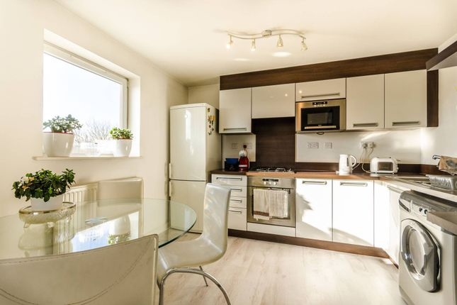 2 bedroom flat to rent in Hawker Place, Walthamstow