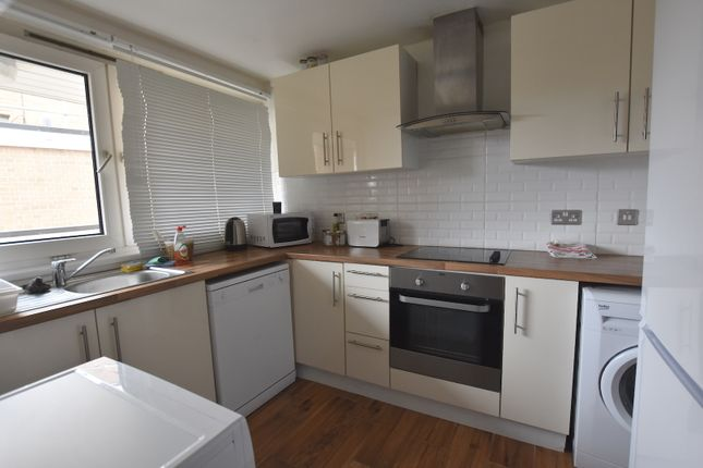 Thumbnail Maisonette to rent in Evenwood Close, Putney