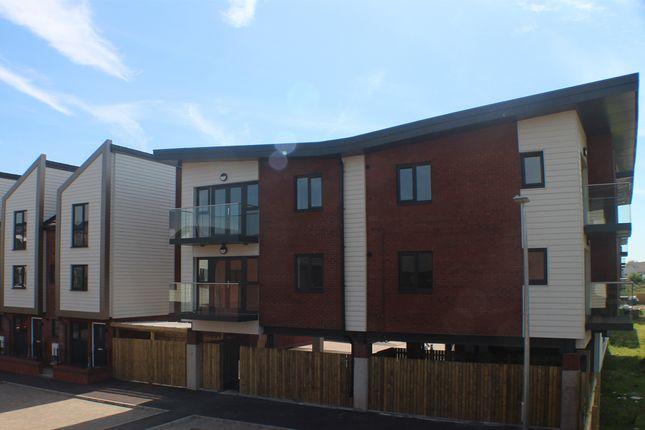 2 bedroom flat for sale in Castello Court, East Dock Road, Newport