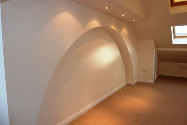 Thumbnail Flat to rent in Commercial Road, Skelmanthorpe, Huddersfield