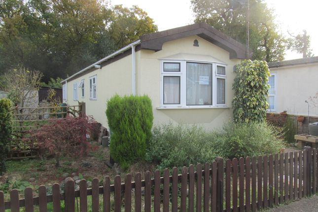 Thumbnail Mobile/park home for sale in Warren Farm Park (Ref 5754), Pyrford, Woking, Surrey