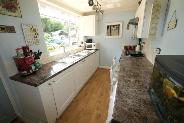 Kitchen of 33 Mount View Road, Sheffield S8