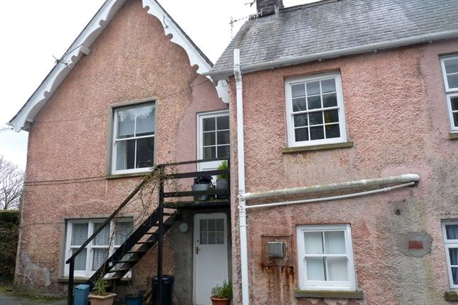 Thumbnail Flat to rent in Llansantffraed, Brecon