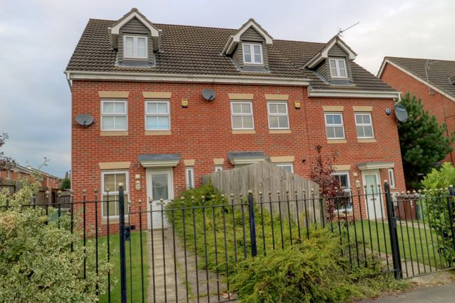 Thumbnail Town house for sale in Farr Row, Nottingham