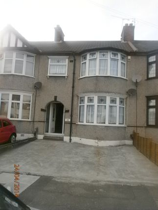 Thumbnail Flat to rent in Roxy Avenue, Chadwell Heath