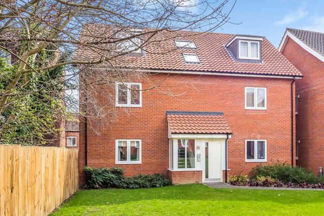 Thumbnail Flat for sale in Starling Road, Norwich