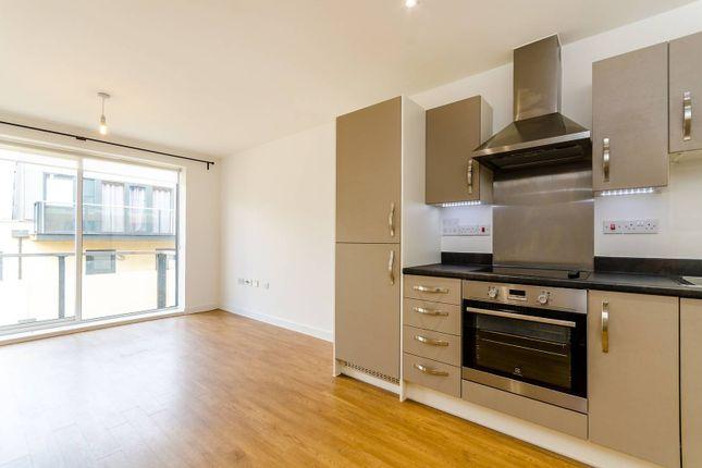2 bed flat to rent in Surbiton Plaza II, Surbiton