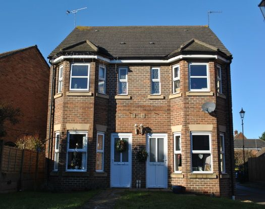 3 bed semi-detached house to rent in Adaern Close, Leighton Buzzard LU7