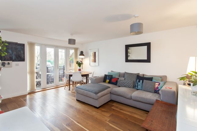 2 bed flat for sale in St. Georges Way, London