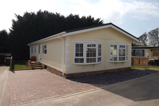 Thumbnail Bungalow for sale in Hillcrest Caravan Site Manor Road, Woodside, Luton