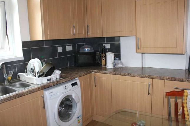 Thumbnail Flat to rent in Landman House, London