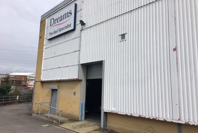 Thumbnail Warehouse to let in Colne Valley Retail Park, Watford