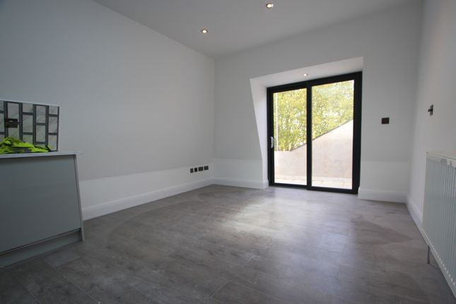 Thumbnail Flat to rent in Replingham Rd, Southfields