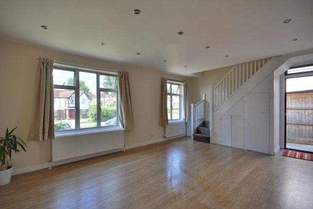 Thumbnail Bungalow to rent in Alandale Drive, Pinner, Middlesex
