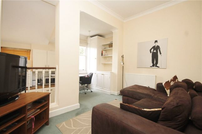 2 bed flat to rent in Merton Road, Wandsworth