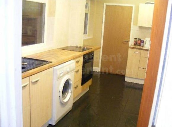 Thumbnail Shared accommodation to rent in Grafton Street, Hull, Kingston Upon Hull
