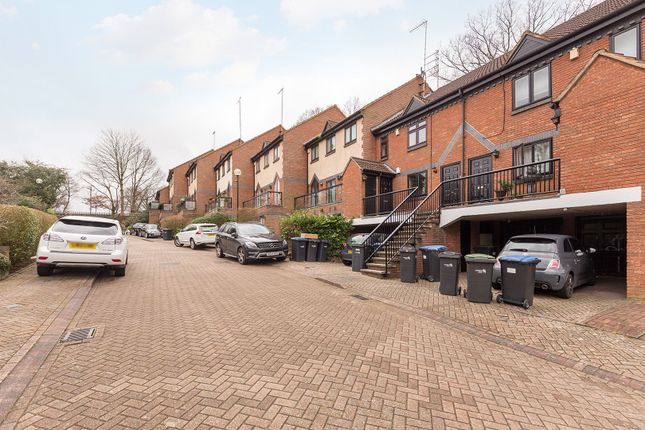 Thumbnail Maisonette for sale in Walker Close, Arnos Grove