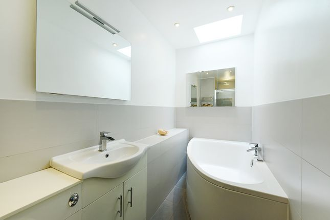 Thumbnail Terraced bungalow to rent in Inglesham Walk, London