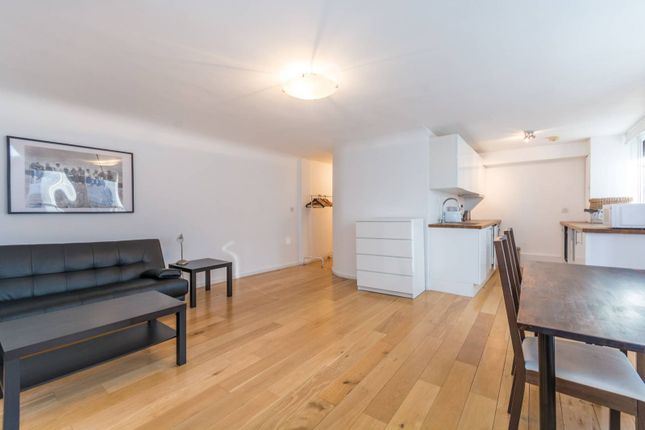 Thumbnail Flat to rent in Odhams Walk, Covent Garden