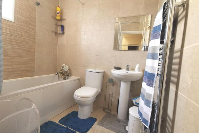 Thumbnail Property for sale in Brooms Road, Luton