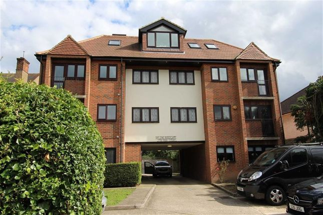 Thumbnail Flat for sale in Park Court, North Chingford, London