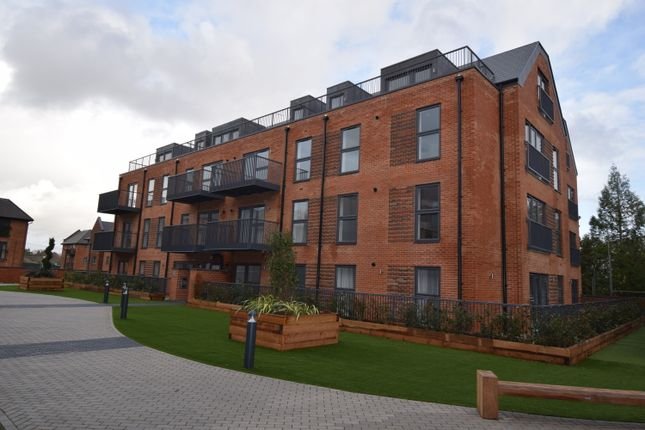 Thumbnail 1 bed flat to rent in Station Road, Hook