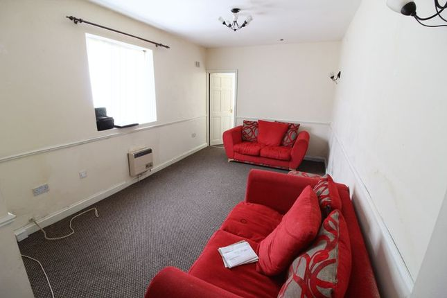 Thumbnail Flat for sale in The Shires, Old Bedford Road, Luton
