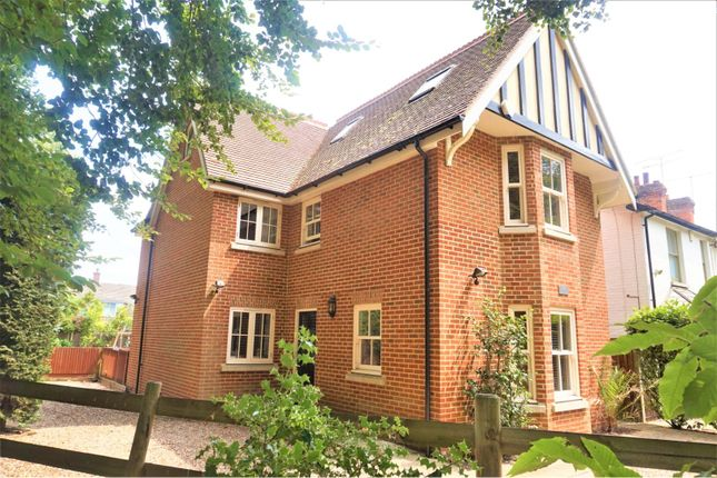 Thumbnail Detached house to rent in Woodlands Road, Farnborough