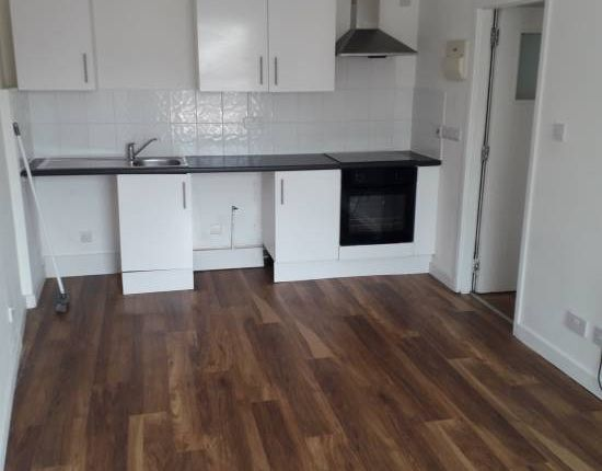 Thumbnail Flat to rent in Chapel Fold, Littlemoor Road, Pudsey