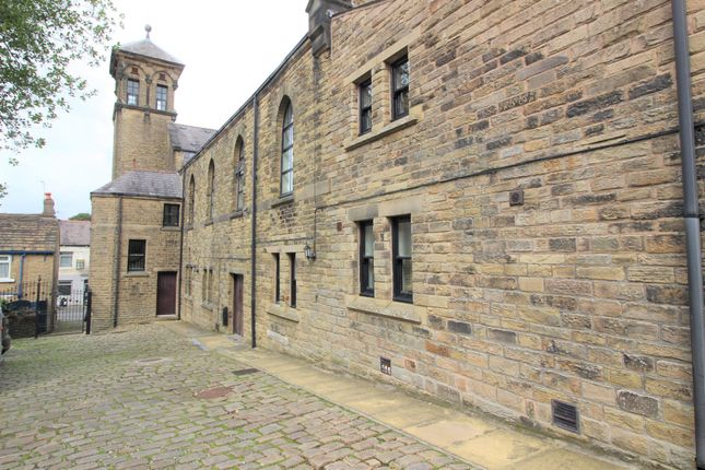3 bed flat for sale in Victoria Street, Glossop SK13