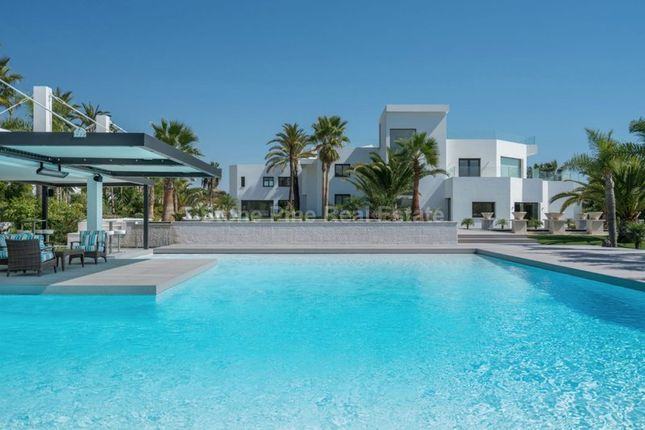 Thumbnail Villa for sale in Lomas Del Colorado, Nueva Andalucia, Marbella