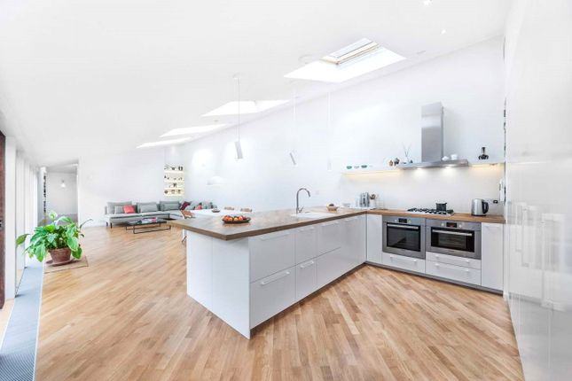 Thumbnail Mews house to rent in Forest Road, Kew, Surrey