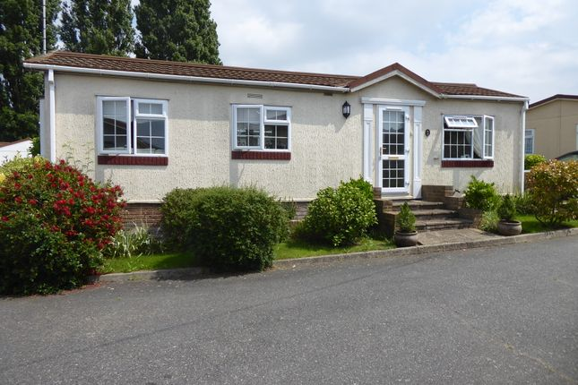 Thumbnail Mobile/park home for sale in Crayshill Park, Crayshill, Billericay, Essex