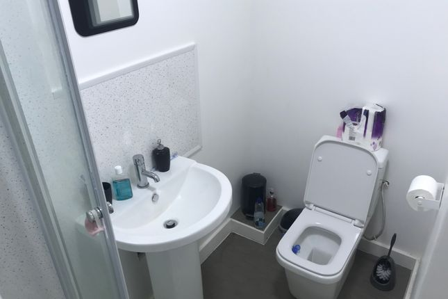 Thumbnail Flat to rent in 16 Manchester Road, Huddersfield