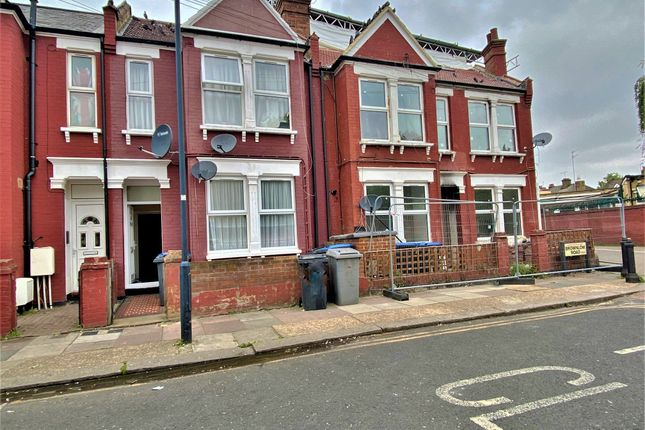 Thumbnail Maisonette to rent in Brownlow Road, London