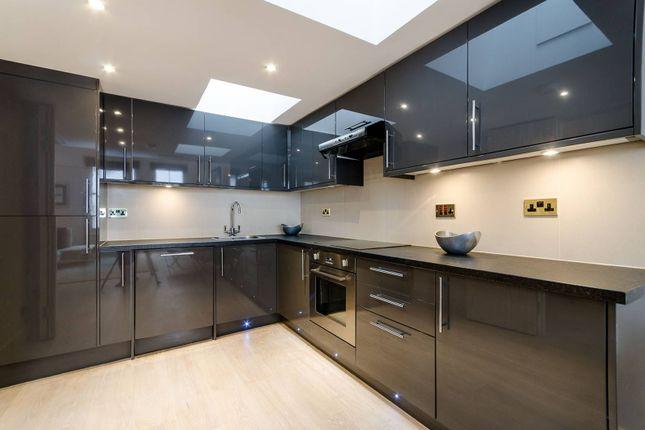 Thumbnail Flat to rent in Astwood Mews, South Kensington, London