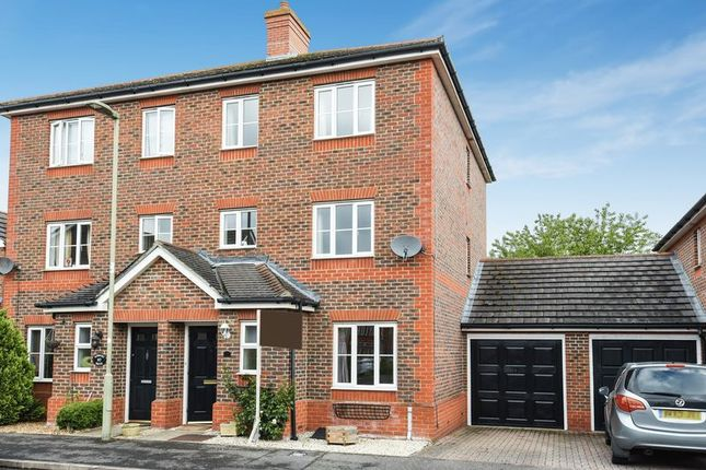 4 bed town house for sale in Bowmont Water, Didcot