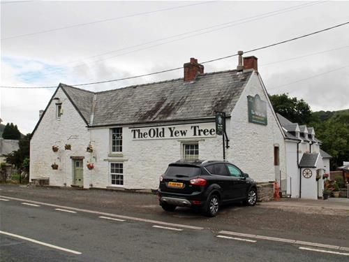 Thumbnail Pub/bar for sale in Defynnog, Brecon