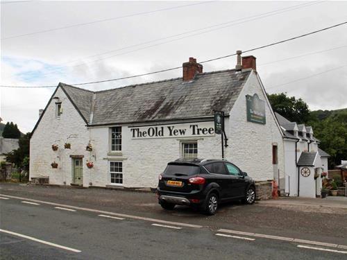 Thumbnail Pub/bar for sale in Defynnog, Brecon