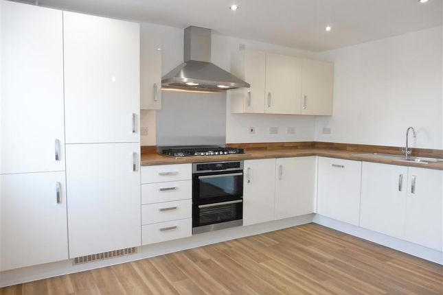 Thumbnail Town house to rent in Admiral Way, Halifax