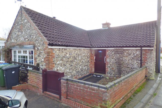 Thumbnail Detached bungalow to rent in Sands Lane, Oulton Broad