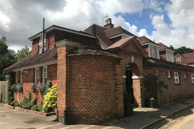 2 bed detached house to rent in The Close, Winchester SO23