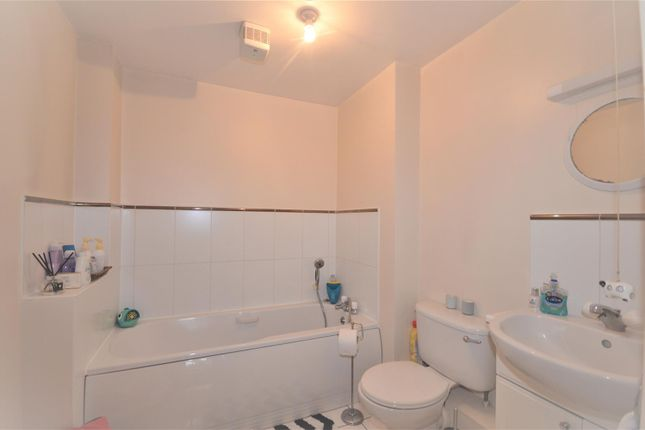 Bathroom of Brighton Road, Banstead SM7