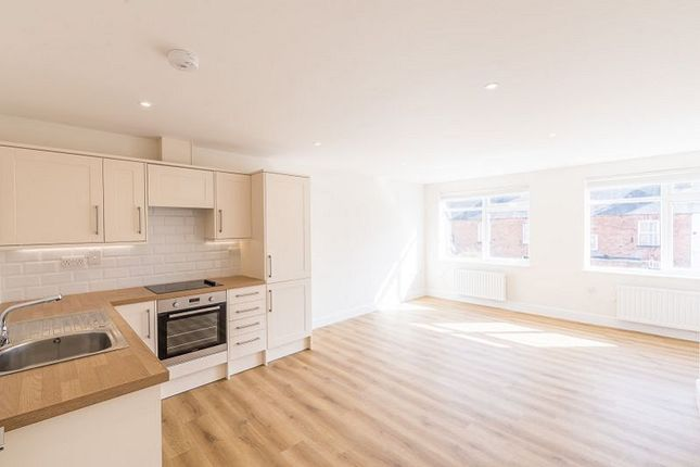 Thumbnail Flat to rent in George Street, Banbury, Oxon