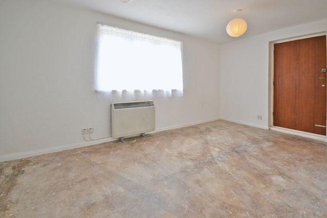 Photo 3 of Studio Apartment, Llwyn Deri Close, Rhiwderin NP10
