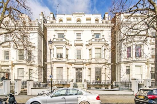 Thumbnail Flat for sale in Holland Park, London
